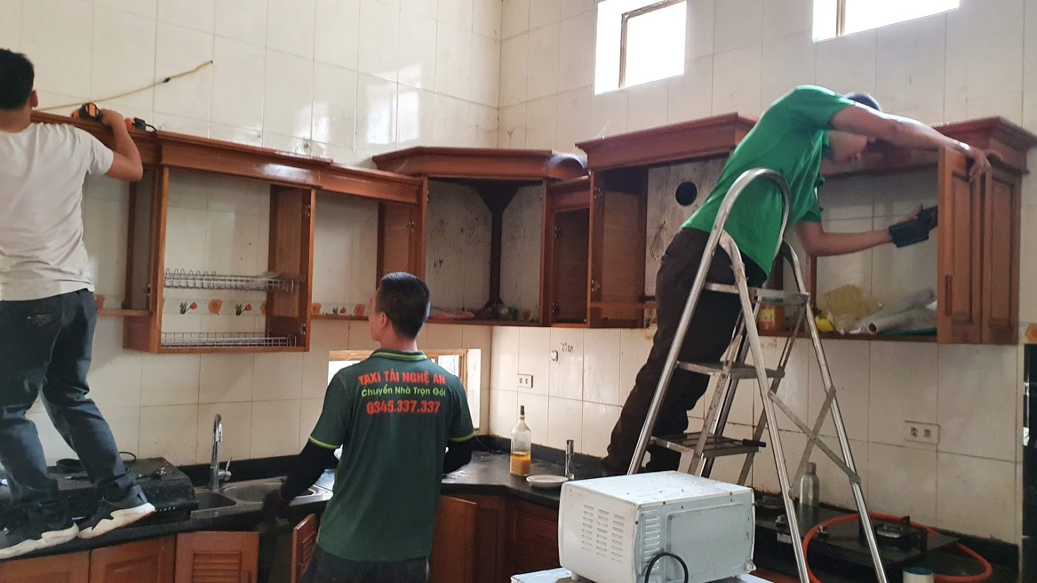 Chuyển Nhà Nghệ An - Tháo lắp tủ bếp